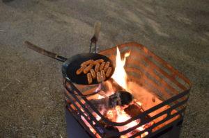焚き火台で料理