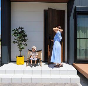玄関前の親子の会話